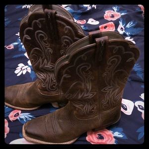 Square toe Ariat embroidered boots